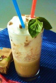Ľadová káva s gaštanovým pyré - Ľadová káva na horúce letné dni Pudding, Desserts, Food, Meal, Custard Pudding, Deserts, Essen, Hoods, Dessert