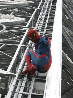 スパイダーマン、通天閣をよじ登り!(1)