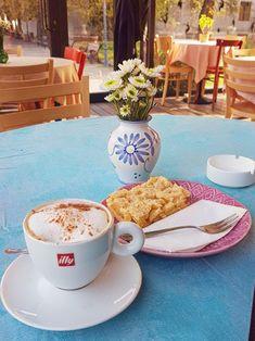 Cappuccino and apple pie at Book Corner. Best Espresso Machine, Cappuccino Machine, Espresso Maker, Espresso Coffee, Best Coffee, Italian Espresso, Italian Coffee, Coffee Varieties, Popular Drinks