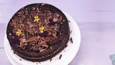 Kagen er meget fyldig i smagen, så den skal helst serveres i små stykker. Så kan man jo altid tage et stykke mere ...