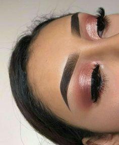Easy Natural eye makeup tutorial step by step everyday colorful pink peach hoode. Easy Natural eye makeup tutorial step by step everyday colorful pink peach hooded eye makup for glasses for beginners Gold Eye Makeup, Natural Eye Makeup, Eye Makeup Tips, Makeup Hacks, Hair Makeup, Makeup Ideas, Makeup Eyeshadow, Pink Eyeshadow, Makeup Brushes
