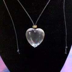 Collier coeur de plastek et écrou en laiton.
