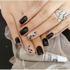 31 New ideas for nails sencillas black Fancy Nails, Love Nails, My Nails, Nail Art Designs, Short Nail Designs, Stylish Nails, Trendy Nails, Design Ongles Courts, Nagellack Design