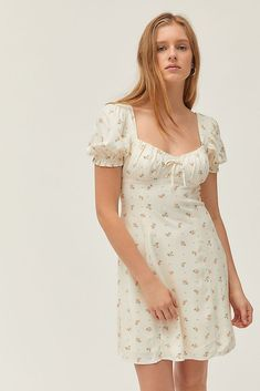 Find the latest trends in women's dresses like matching sets, smocked dresses & vintage dresses. Discover new styles like utility jumpsuits, ruffle midi dresses & denim dresses. Cute Dresses, Vintage Dresses, Casual Dresses, Vintage Outfits, Fashion Dresses, Maxi Dresses, Simple Dresses, Evening Dresses, Beautiful Dress Designs