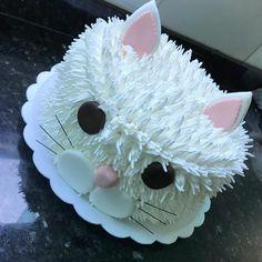 Birthday Cake For Cat, Animal Birthday Cakes, 4th Birthday Cakes, Beautiful Birthday Cakes, Birthday Cakes For Women, Animal Cakes, Cake Decorating Techniques, Cake Decorating Tips, Fondant Figures