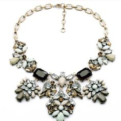 Gorgeous fashion necklace Super cute and sparkly. Tons of colors and detail. Will absolutely make your outfit! Price is firm. Jewelry Necklaces