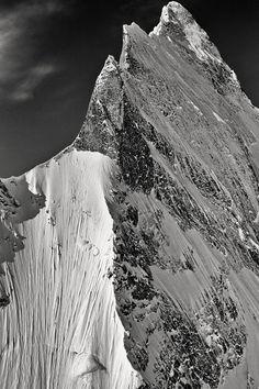 Sharp ridges, Himalaya Peak. Escalade, Snow Mountain, Himalayan, Black And White Photography, Sympathy For The Devil, Climbing, Skiing, Snowboarding, Mountaineering