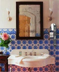 Nice - interesting bath with high contrast | CHECK OUT MORE VANITIES AND VANITY…