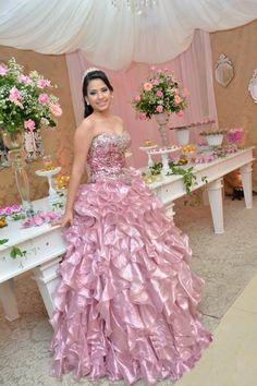 15 Anos Vitória Medeiros * Inspiração:Princesa * Decoração: Eva Lima * Vestido: D'Glamour * Pase Buffet * Fortaleza/Ce