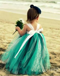How beautiful is this fluffy tutu skirt on this adorable flower girl?