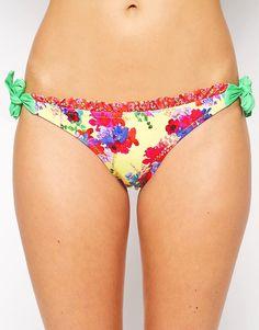 ¡Cómpralo ya!. Braguitas de bikini con lazos laterales y estampado floral de Phax. Braguita de bikini de Phax Tejido de baño elástico Diseño de talle bajo Lazos ajustables a los lados Corte favorecedor en la parte posterior Lavar a mano 84% nailon, 16% elastano , bikini, bikini, biquini, conjuntosdebikinis, twopiece, trisuit. Bikini  de mujer color multicolor de Phax.