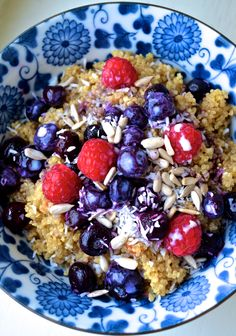 Warm Berry Quinoa Breakfast Bowl - from 50 of the BEST Quinoa Breakfast Recipes healthy breakfast recipes Breakfast And Brunch, Quinoa Breakfast Bowl, Paleo Breakfast, Breakfast Recipes, Quinoa Bowl, Quinoa Porridge, Quinoa Oatmeal, Quinoa Cereal, Breakfast Ideas
