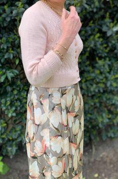 Floral, Skirts, Fashion, Knits, Moda, Fashion Styles, Flowers, Skirt