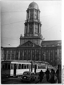 1955 Strassenbahn vor dem Alten Stadthaus