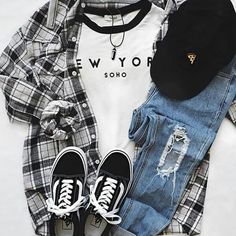Here in our post some stylish outfit combinations that suits so well the college term and will be so easy to consider them in your daily looks. Pantalon Streetwear, Style Streetwear, Look Fashion, Girl Fashion, Autumn Fashion, Fashion Fashion, Jeans Grunge, Denim Jeans, College Girl Outfits
