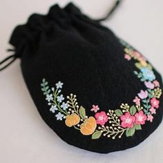 I like embroidery Embroidery Flowers Pattern, Embroidery Works, Embroidery Bags, Creative Embroidery, Hand Embroidery Stitches, Embroidery Hoop Art, Hand Embroidery Designs, Embroidery Techniques, Cross Stitch Embroidery