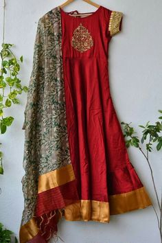 Red and gold Long Dress Design, Stylish Dress Designs, Pakistani Fashion Party Wear, Pakistani Wedding Outfits, Designer Anarkali Dresses, Designer Dresses, Simple Dresses, Dresses For Work, Mode Bollywood
