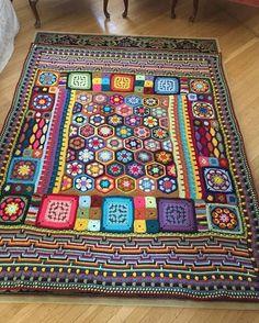 """2,219 curtidas, 35 comentários - @pembeorgu no Instagram: """"#knitting#knittersofinstagram#crochet#crocheting#örgü#örgümüseviyorum#kanavice#dikiş#yastık#blanket#bere#patik#örgüyelek#örgü#örgübattaniye#amigurumi#örgüoyuncak#vintage#çeyiz#dantel#pattern#motif#home#yastık#severekörüyoruz#örgüaşkı#pattern#motif#tığişi#çeyiz#evdekorasyonu"""""""