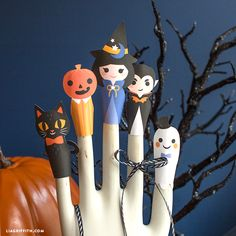 Elegant DIY Halloween Paper Finger Puppets    Spooktacular Fun For Everyone! These  Finger Puppets Are So Easy To Create With The Help Of A Canon Printer.