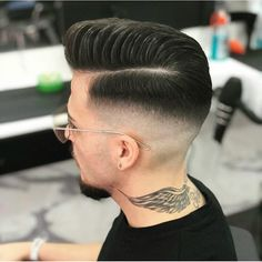 Five Top Short Mens Hairstyles For 2018 Popular Haircuts, Cool Haircuts, Haircuts For Men, Skin Fade Hairstyle, Mens Fade Haircut, Hair And Beard Styles, Curly Hair Styles, Haircut Designs, Curly Hair Men
