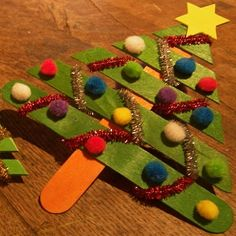Un bricolage sapin facile à réaliser. Preschool Christmas, Christmas Crafts For Kids, Preschool Crafts, Simple Christmas, Kids Crafts, Christmas Diy, Paper Decorations, Christmas Decorations, Simple Tree