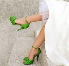 Zapatos de novia de colores fuertes para las novias más extrovertidas