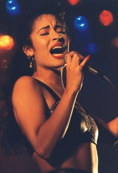 Gallery For > Selena Quintanilla Performing
