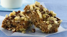 Mix up cereal, fruit, nuts and more goodies on your stove-top. No baking is needed for these easy on-the-go bars. Apple Breakfast, Breakfast Bars, Breakfast Items, Breakfast Dishes, Breakfast Recipes, Betty Crocker, Apple Recipes, Baking Recipes, No Bake Desserts