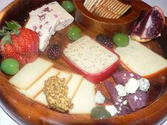 www.ehow.co.uk/...    A great tutorial on cheese board displays and appropriate etiquette - creating your own cheese board on a budget for any party!