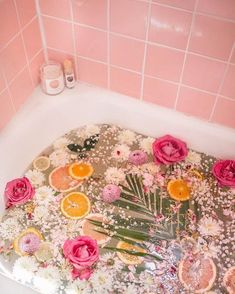 Our favorite kind of bath! Throw in some of your favorite flower petals and one of our soaking salts for a calming and de-stressing experience.Informationen zu Our favorite kind of bath! Throw in some of your favorite flower petals and one . Entspannendes Bad, Spiritual Bath, Floral Bath, O Gas, Dream Bath, Mode Blog, Flower Aesthetic, Summer Aesthetic, Blue Aesthetic