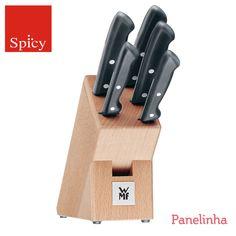 """O blog Panelinha que usa em seu slogan """"receitas que funcionam"""" sabe que utensílios gourmet não deve faltar na sua cozinha. Confira o bloco de facas WMF escolhido pelo blog e deixe sua cozinha mais completa! https://www.spicy.com.br/DetalheProduto.aspx?idProdutoSku=YTWIARJIXY"""