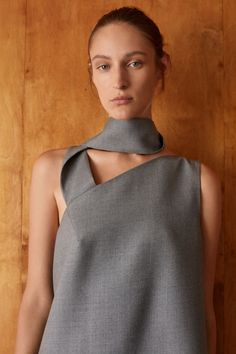 COS unveils fashion collection based on Bauhaus design principles Cos Fashion, Minimal Fashion, Fashion Brand, Fashion Outfits, Minimal Style, Fashion Top, Fashion Details, Modern Aprons, Latest Clothes For Men