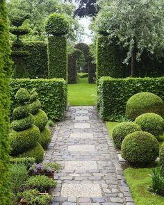 √84 Beautiful English Country Garden Design Ideas To Inspire You #garden #gardenideas #gardendesign #gardendesignideas