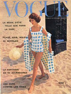 Maillot et peignoir  assortis de Givenchy-Boutique en couverture de Vogue juin-juillet 1957, photo Sabine Weiss