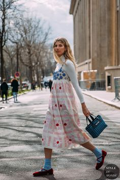 Best Street Style at Paris Fashion Week Autumn 2020 Fashion Week Paris, Fashion 2020, Look Fashion, Fashion Outfits, Womens Fashion, Fashion Design, Fashion Weeks, Stockholm Fashion Week, Milan Fashion