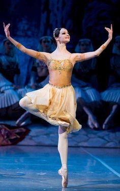 Ekaterina Borchenko in Le Corsaire. Photo (c) Stas Levshin. | Basic Ballet Positions
