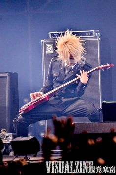 Reita(The GazettE)<<<<<I LOVE YOU REITA OMG SO SO SO SOOOOOOOO MUUUUUCH<<<<Who doesn't love Reita,