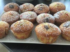 Meggyes bögrés muffin Muffin Recipes, Baby Food Recipes, Cookie Recipes, Cheesecake Brownies, Garlic Bread, Doughnut, Paleo, Cupcakes, Sweets