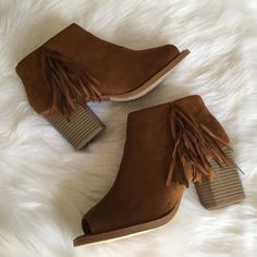 """•Fringe Ankle Booties• Fringe ankle booties/faux suede upper/peep toe/side zip closure/fringe accent on side/lightly cushioned insole/wooden heel/heel height: 3.10""""/shaft: 3.25""""/opening: 10"""" approx/new in box/price is firm/thanks for looking☺️                                 ❌No Trades❌ Shiek Shoes Ankle Boots & Booties"""