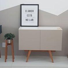 Os buffets mais estilosos você encontra em nossa loja 🤩 . Compre no show room ou no site acessando www.aprimoredecor.com.br . #buffetdesign #buffetduasportas #buffet #moveis #decor #decoracao #madeira #laca #lojademoveis #pedreira #marcenaria #moveisdesign #furnituredesign #paracasa #cool #aprimoredecor Buffet Design, Buffets, Credenza, Cabinet, Storage, Show, Furniture, 3d, Home Decor