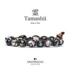 Tamashii - Bracciale originale tibetano realizzato con pietre naturali Agata Grigia Cracked e legno orientale autentico con SIMBOLI MANTRA incisi a mano
