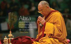 Abra seus braços para as mudanças, mas não abra mão de seus valores. #DalaiLama