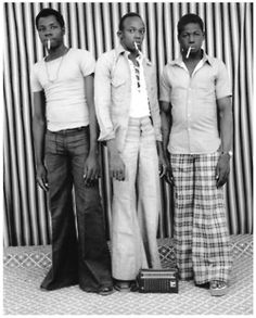 Malick Sidibe – The Eye of Bamako – Voices of East Anglia Fashion Images, 70s Fashion, African Fashion, African Style, Vintage Photography, White Photography, Seydou Keita, Exposition Photo, Art Africain
