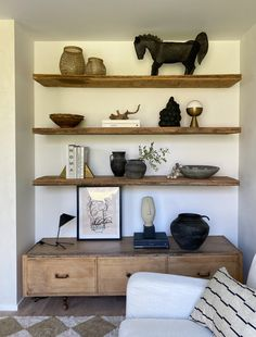Stay Home Stay Inspired Shelf Styling 101 EyeSwoon # Living Room Modern, Living Room Decor, Bedroom Decor, Home Interior Design, Interior Decorating, Gypsy Decorating, Apartments Decorating, Decorating Bedrooms, Interior Office