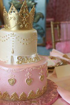 Anniversaire theme princesse: le gâteau aussi porte la couronne!