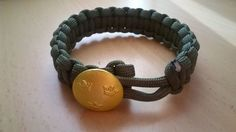 Paracord armband tre kronor via säljbolaget2011. Click on the image to see more!