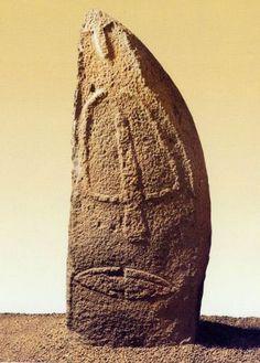 statua-menhir-laconi-12.jpg 358×500 pixel