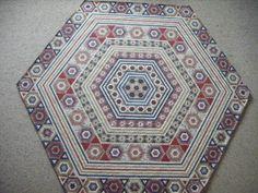 Dear Prudence 26.1.2011 Gum Valley Patchwork: http://gumvalleypatchwork.typepad.com/my_weblog/my-dear-prudence-hexagon-quilt.html