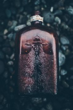 ginandbird:  benchandcompass:  beard bottle.  where on earth is this from?  EDIT: *thank you, google…* Julian Simon of St. Louis, Mo. in 1926-1927. He was in the liquor business before prohibition. He trademarked two brands of whiskey, GOLDEN AGE and OLD CANTEEN…