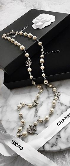 e8c05d3ba A beautiful pearl and silver Chanel necklace.
